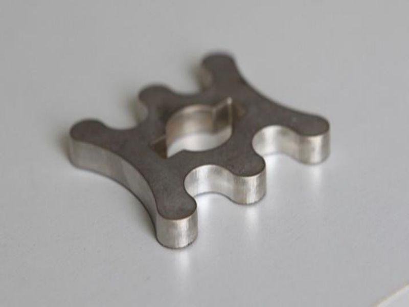 济南激光切割不锈钢工业板时应注意哪些问题?